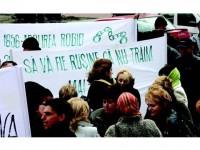 Protest cu efective reduse împotriva tăierii din sporuri și stimulente