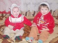 Două surori din Suceava, născute cu malformații congenitale, au nevoie de bani pentru investigații medicale