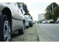 Străzi asfaltate, afectate de săpăturile la rețelele de utilități, predate municipalității în stare jalnică