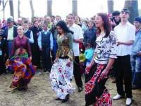 Cine mai cântă și dansează de Joia Verde, la Gulia ?