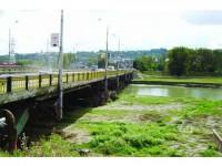 A început acțiunea de salvare a podului de pe râul Suceava