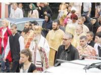 Mii și mii de credincioși de pretutindeni