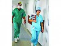 Medicii rezidenți angajați de spitale rezolvă doar pe hârtie deficitul de personal