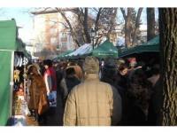 """""""Păpica"""" tradițională, prima în topul preferințelor sucevenilor la Târgul de Crăciun din centru"""