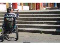 """Rampele pentru """"handicapați"""", o bătaie de joc aruncată acestora în față"""