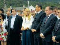 """Premierul Ponta, prezent la inaugurarea Pieței """"Sf. Ioan Paul al II-lea"""" din fața Sanctuarului național marian de la Cacica"""