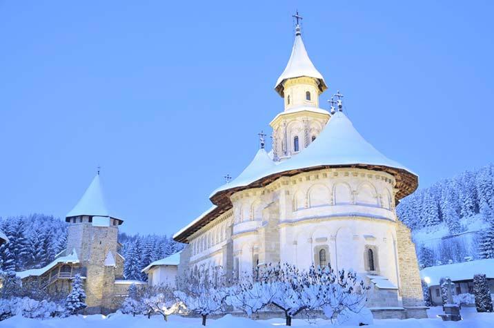 manastirea putna iarna